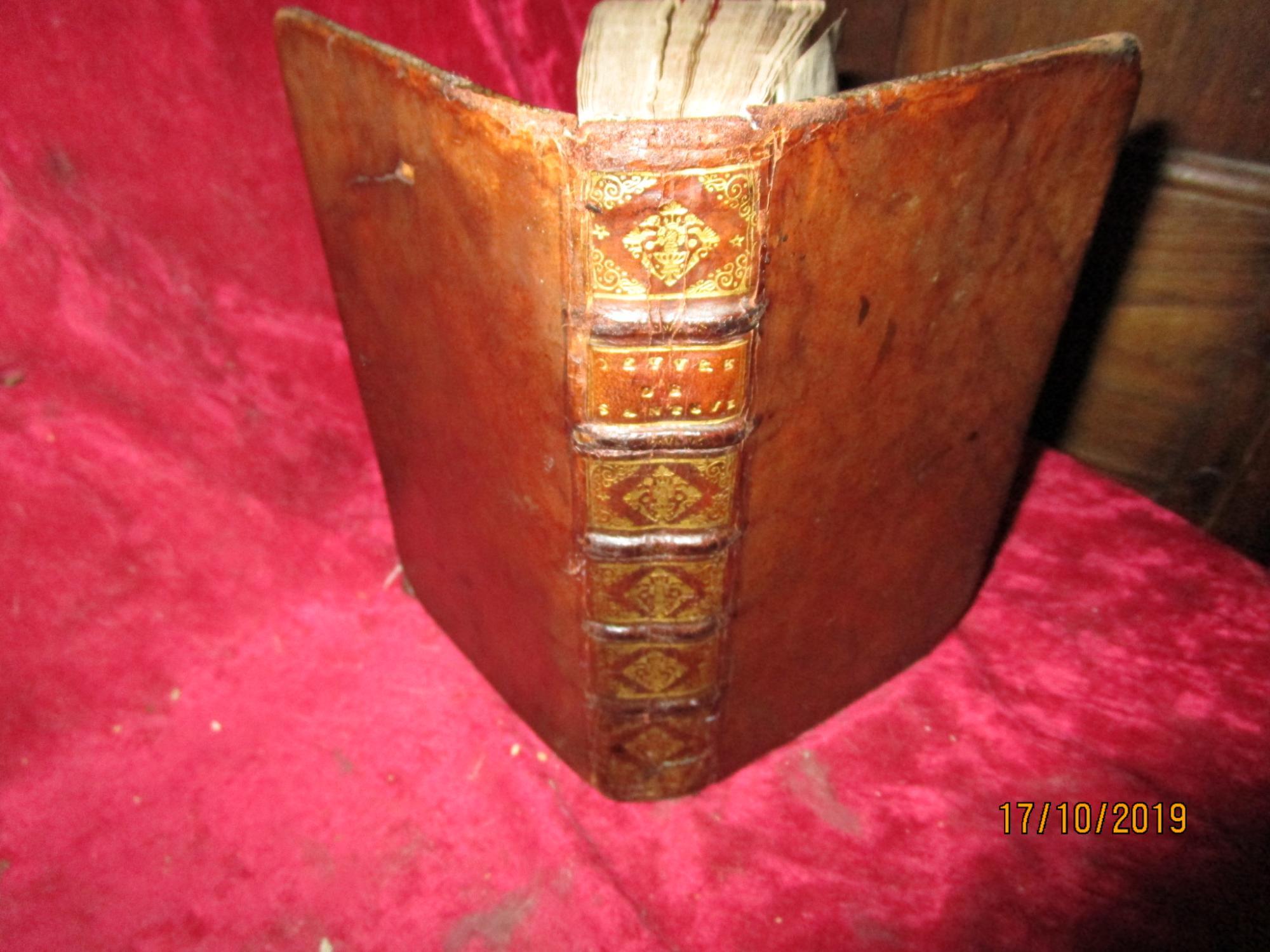 OEUVRES DE FEU MONSIEUR DE SANTEUIL, chanoine régulier de Saint Victor ; avec les traductions par différents auteurs.