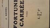 Fortune carrée. Roman. 1932. Broché. 435 pages. Rousseurs. Petite réparation à la couverture et aux premières pages. (Littérature, Voyages) - Les éditions de France.