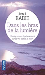 Dans les bras de la lumière de Bettie J. EADIE